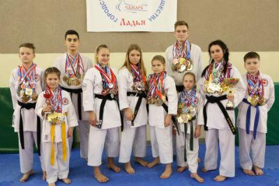 Дети клуба WADO с наградам