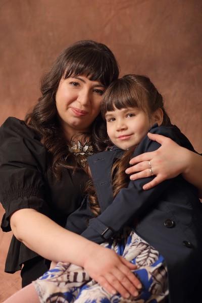 Марина с дочкой на руках