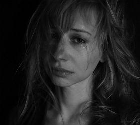 Женщина в слезах