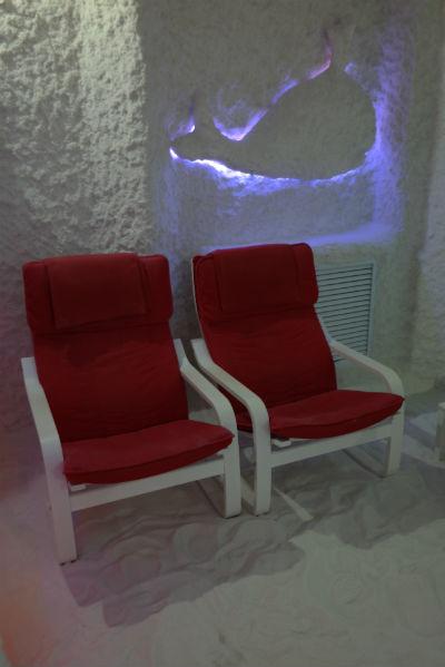 Кресла в соляной комнате