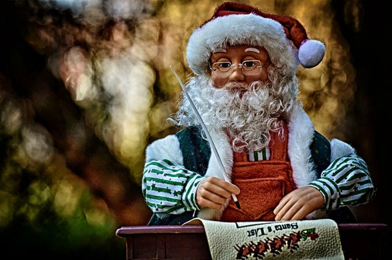 Дед Мороз пишет письме