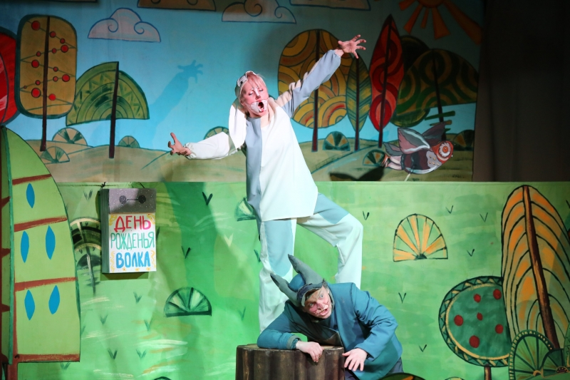 Заяц и Волк на сцене