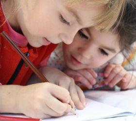 Дети пишут в школе