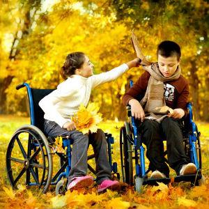 дети в колясках инвалидных