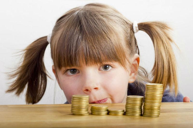 девочка монеты