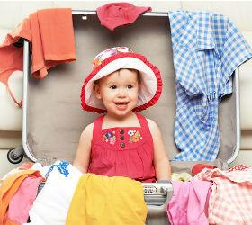 девочка в чемодане