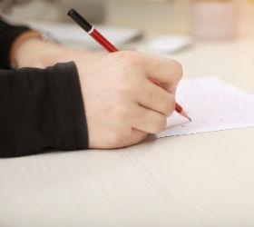 Ученик ишет в листе ЕГЭ