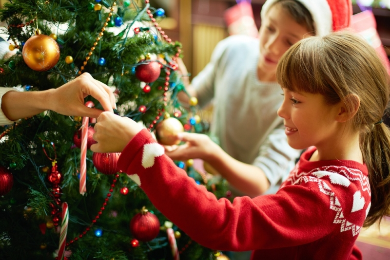 Новогодняя елка для ребенка