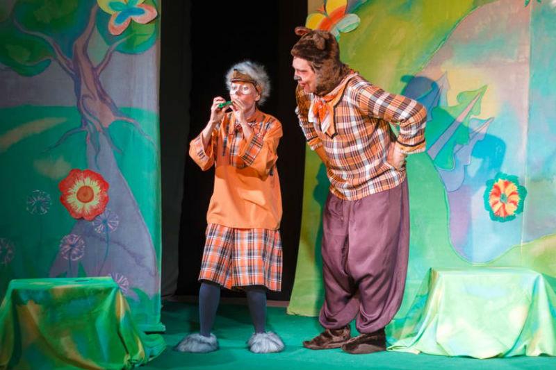 Ежик и Медведь на сцене