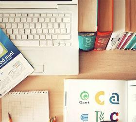 Ноутбук, книги, карандаши