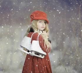 Девочка с коньками