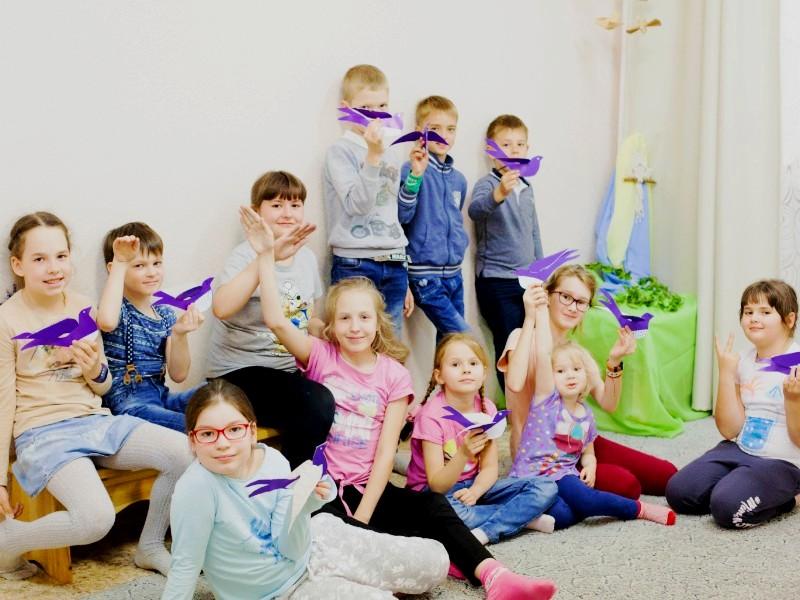 Дети в лагере «Обережки» на общем фото
