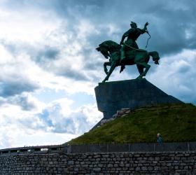 Памятник в Уфе