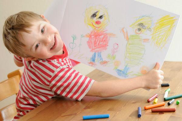 ребенок нарисовал семью