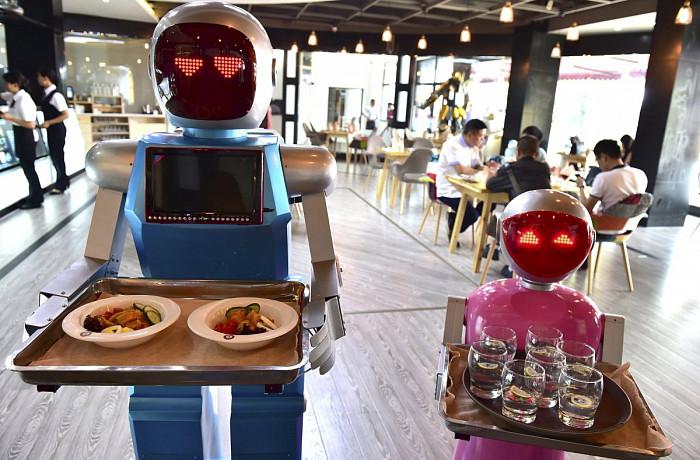 роботы разносят еду
