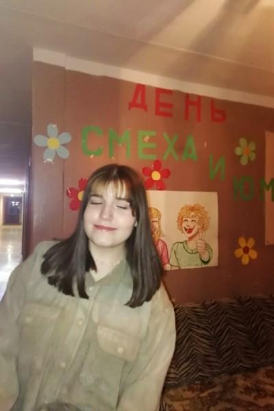 Яна в общежитии на День смеха