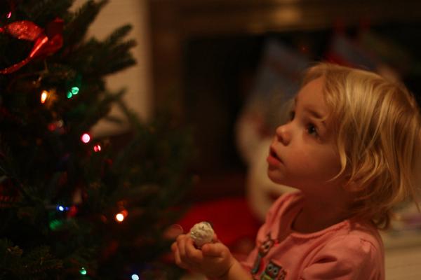 Девочка и елка