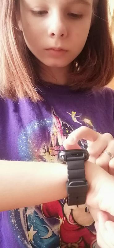 Часы на руке у Вари