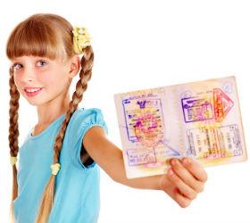 Девочка и загранпаспорт