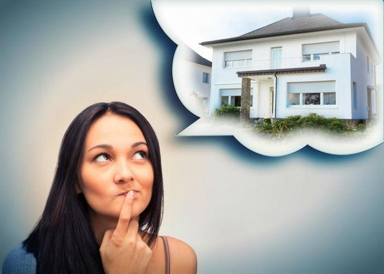 Женщина мечтает о доме