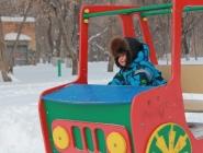 Веселый транспорт на снегу