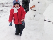 мы лепили снеговика на набережной