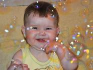 С малых лет мы влюблены, в разноцветные пузыри!!!)